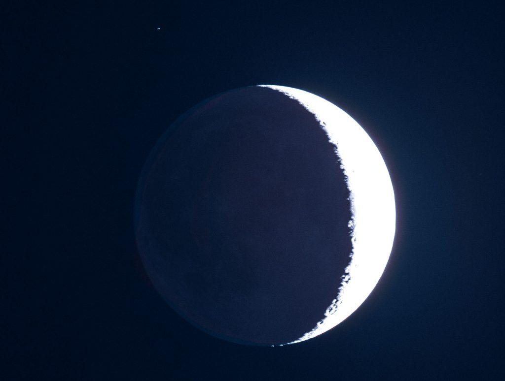 Księżyc światło popielate