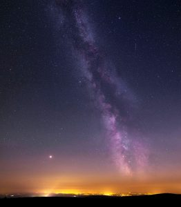 Droga Mleczna wraz z Marsem i Saturnem