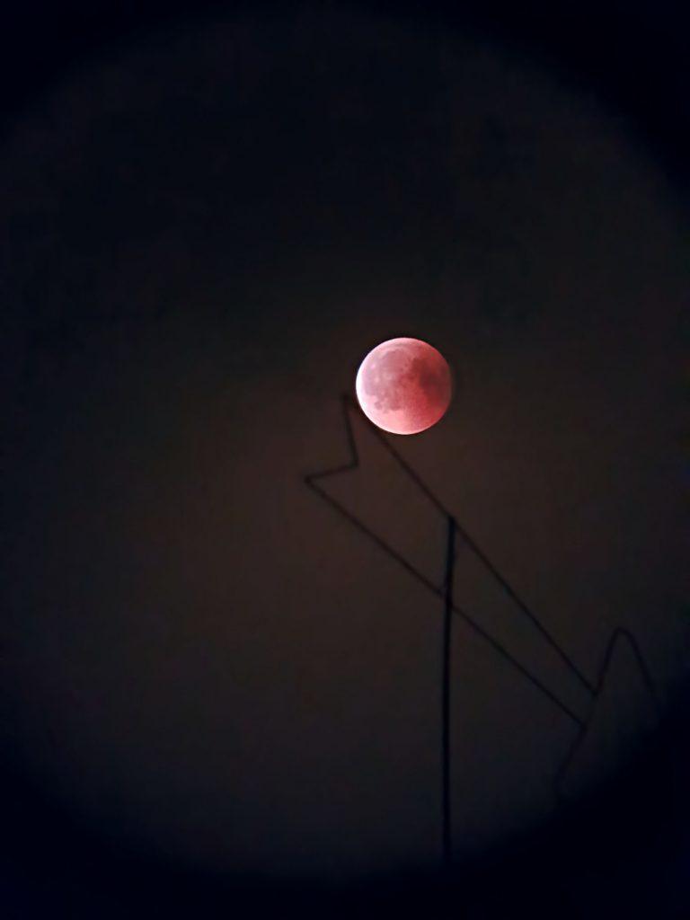 Całkowite zaćmienie Księżyca widoczne w lornetce TS 25x100 WP