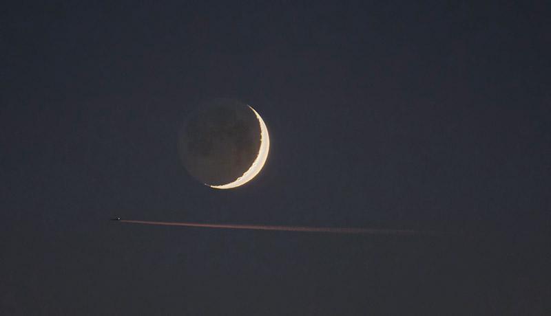Księżyc – światło popielate