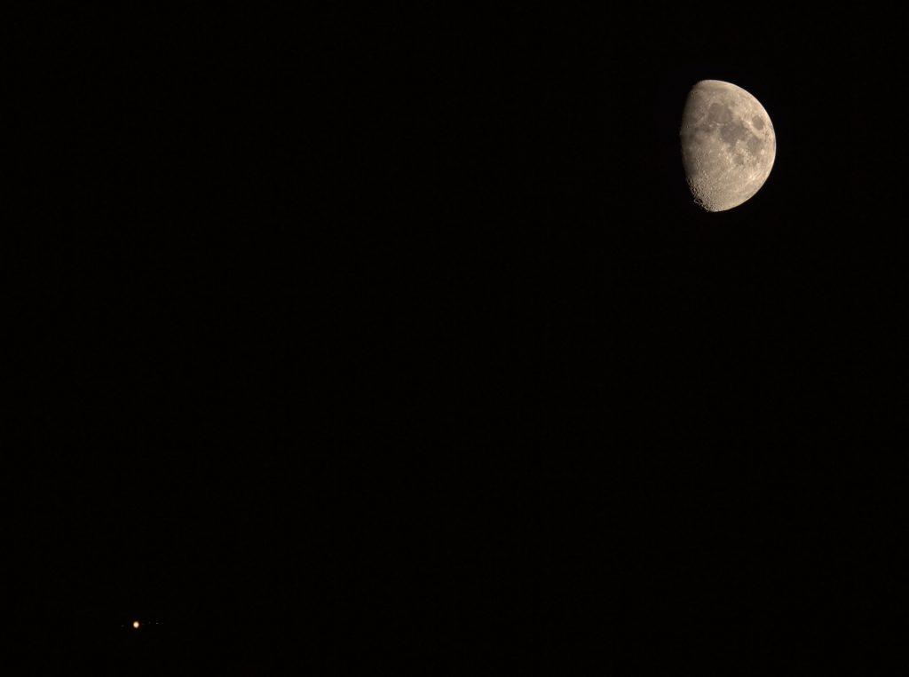 Koniunkcja Księżyca z Jowiszem