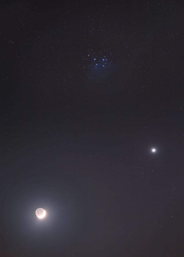 Koniunkcja Księżyca oraz Wenus w okolicy M45